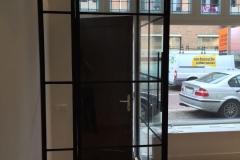 Op maat gemaakte stalen scharnierdeuren van Stalendeurinhuis. Bekijk onze website voor de mogelijkheden.