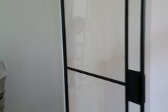 Stalendeurinhuis - handgemaakte stalen scharnierdeur (unieke vlakverdeling)