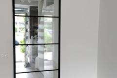 Op maat gemaakte stalen Schuifdeuren van Stalendeurinhuis. Bekijk onze website voor de mogelijkheden.